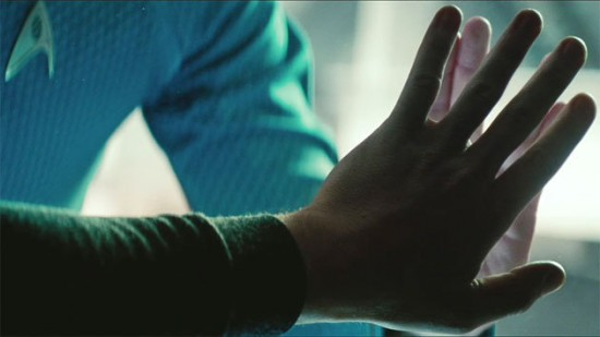 star-trek-into-darkness-hands